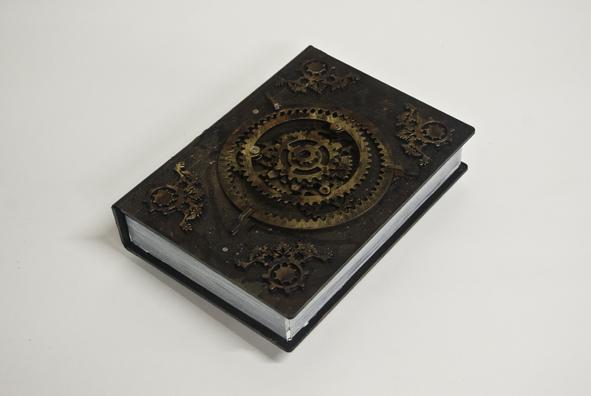 petites-curiosites-com-faux-livre-steampunk-02.jpg